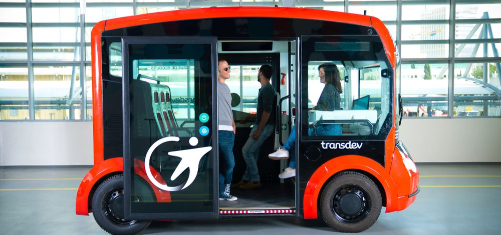 i-Cristal robotaxi shuttle by Lohr Group, Transdev ATS and Mobileye