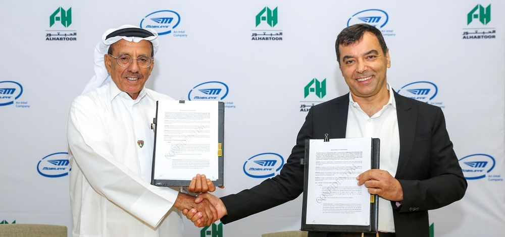 Mobileye CEO Prof. Amnon Shashua signs deal with Al Habtoor Motors in the United Arab Emirates